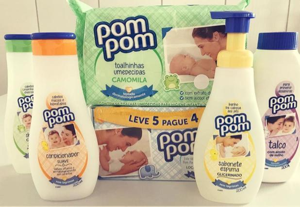 Imagem de Shampoo, condicionador, talco, 5 sabonetes em barra e 1espuma, lenço umedecido da marca Pompom.