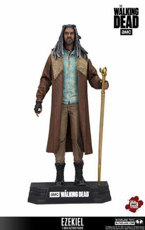 5790e622bf The Walking Dead Ezekiel Mcfarlane Colors Tops Amc - Bonecas ...