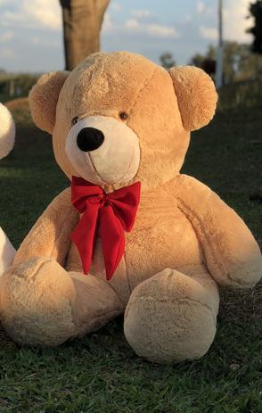 Imagem de Urso Gigante Pelúcia Grande Teddy 1,10 Metros - LuckBaby - Doce de Leite com Laço Vermelho