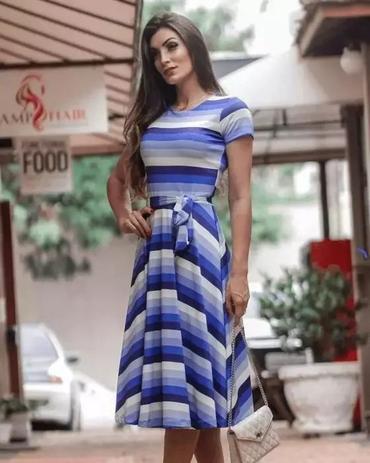 eb7a18775c Vestido Midi Listrado Tons de Azul Moda Evangélica - Flor de amêndoa ...