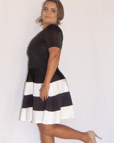 2036a3c82bad Vestido Plus Size Roda Bicolor Preto com Off Whitte - Ziriguipê ...
