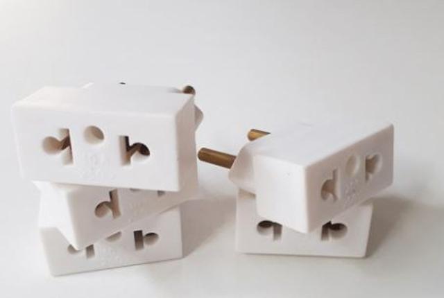 Imagem de Adaptador de Tomadas 3 x 2  Pinos  20a  Kit com 5 peças Branca