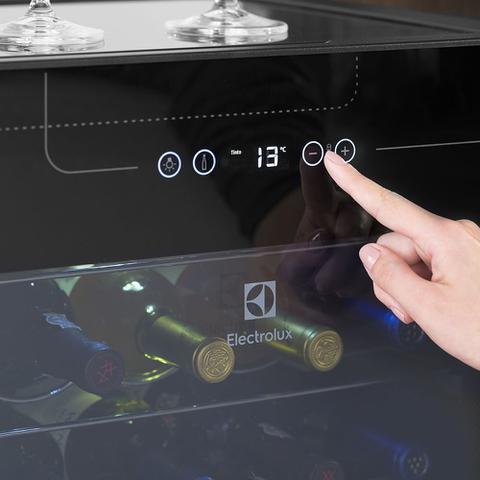 Imagem de Adega 24 Garrafas Uma Porta Preta Com Acabamento Em Inox (ACS24)