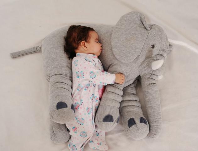 Imagem de Almofada Travesseiro Elefante Bebê Malha 100% Algodão 80cm cinza