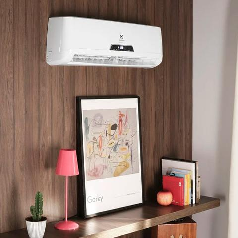 Imagem de Ar Condicionado Electrolux Hi-Wall Split Inverter 9000 Btus Quente e Frio 220V