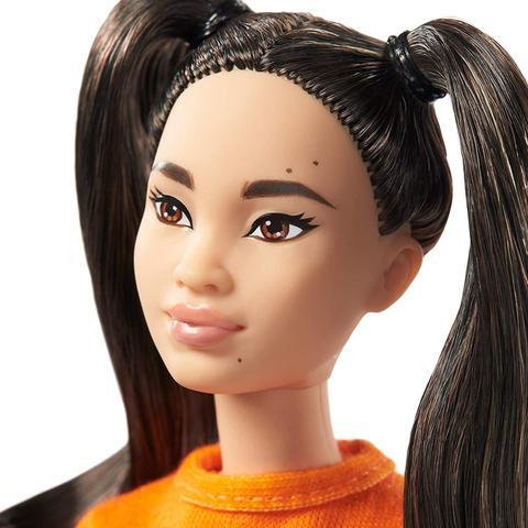 Imagem de Barbie Fashionistas 145 Cabelo Maria Chiquinha Com Saia Azul GHW59 - Mattel