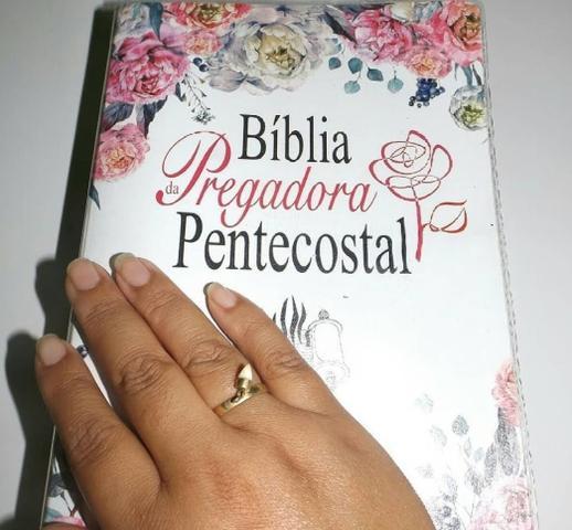 Imagem de Bíblia da Pregadora Pentecostal  RC  Letra Normal  Capa luxo PU Floral  SBB