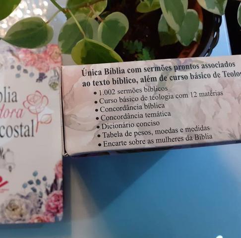 Imagem de Bíblia da Pregadora Pentecostal RC Letra Normal  Capa PU Luxo Floral  PR.Erivaldo de Jesus  SBB