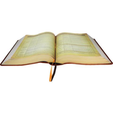 Imagem de Bíblia de Estudo Holman vinho