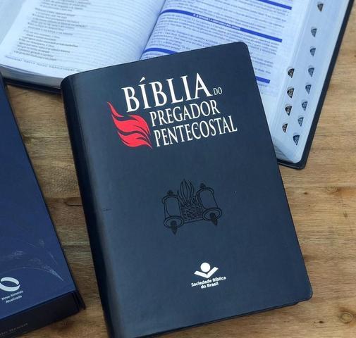 Imagem de Bíblia do pregador pentecostal naa  letra normal capa sintética  preta nobre luxo  índice sbb