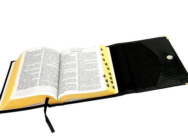 Imagem de Bíblia Letra Gigante com Ref. - Carteira Croco Preta