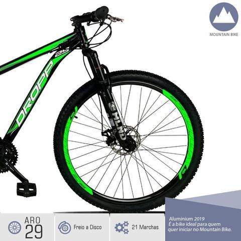 Imagem de Bicicleta Aro 29 Quadro 19 Freio a Disco Mecânico 21 Marchas Alumínio Preto Verde - Dropp