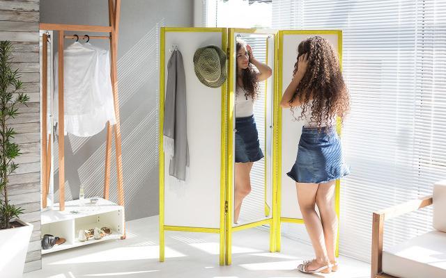 Imagem de Biombo de Madeira com Espelho Ammy - Branco com Vermelho