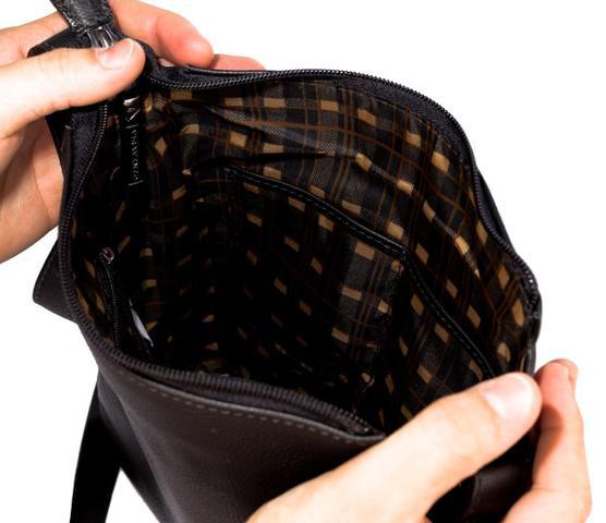 Imagem de Bolsa Tiracolo Masculina Clovis em couro preta