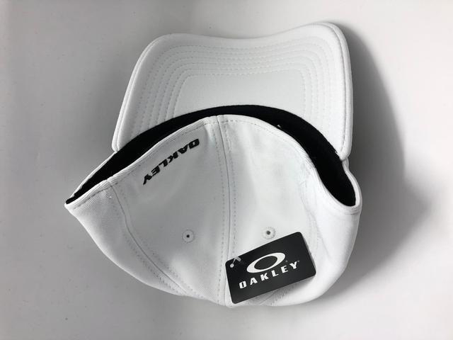 Imagem de Boné Oakley Aba Curva Tincan Masculino - Preto e Branco