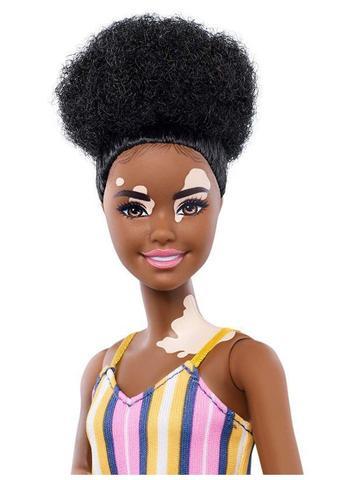 Imagem de Boneca Barbie Fashionistas - 135 Vitiligo Vestido Longo Listrado