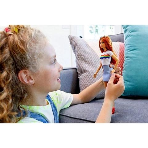 Imagem de Boneca Barbie Fashionistas Branca Ruiva Moderna Blusa Branca Estampa Arco Íris Número 122 - Mattel