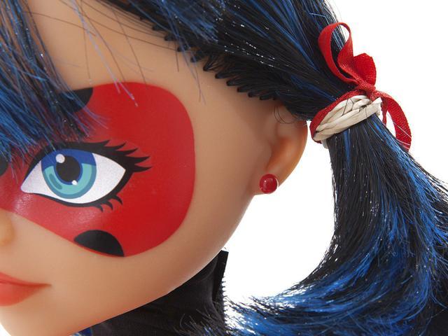 Imagem de Boneca Miraculous Ladybug com Acessório