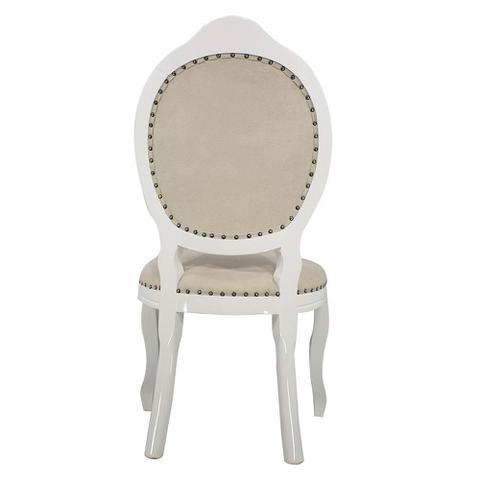 Imagem de Cadeira de Jantar Medalhão Entalhada Capitonê Com Tachas Branco Brilho e Veludo Pena