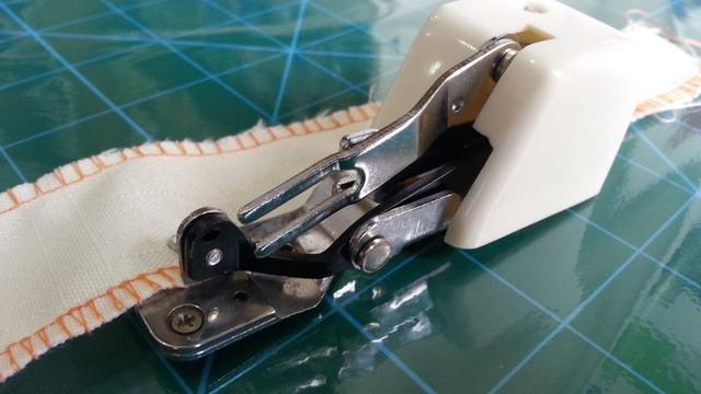 Imagem de Calcador Para Fazer Overlock Corte Lateral Máquina Doméstica