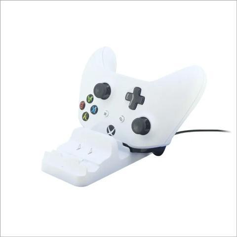 Imagem de Carregador De Controle Xbox One Dock + 2 Baterias 300mah Dobe Branca