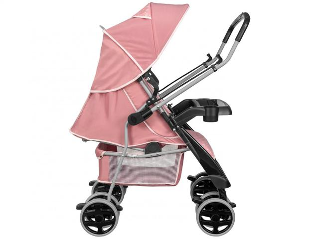 Imagem de Carrinho de Bebê com Bebê Conforto
