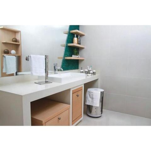 Imagem de Cesto de roupa em aço inox 65 kg tampa branca - BELLA