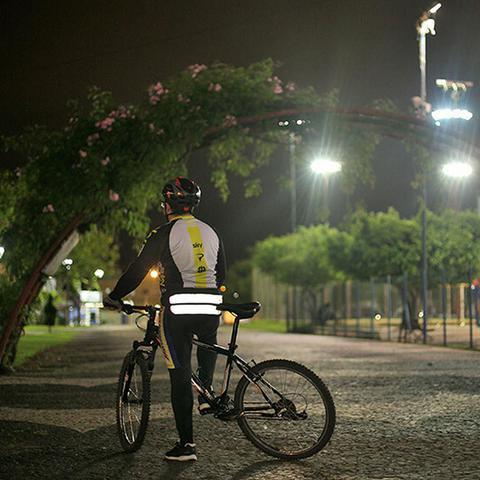 Imagem de Cinto Corrida Bike Cintura Faixa Reflexiva 3 Bolsos Internos