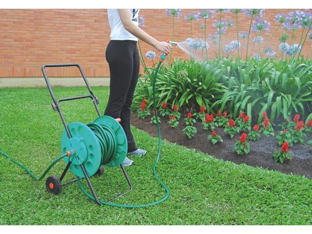 Imagem de Conjunto para irrigacao contendo 1 engate e 1 esguicho rosqueado em plastico para jardim tramontina