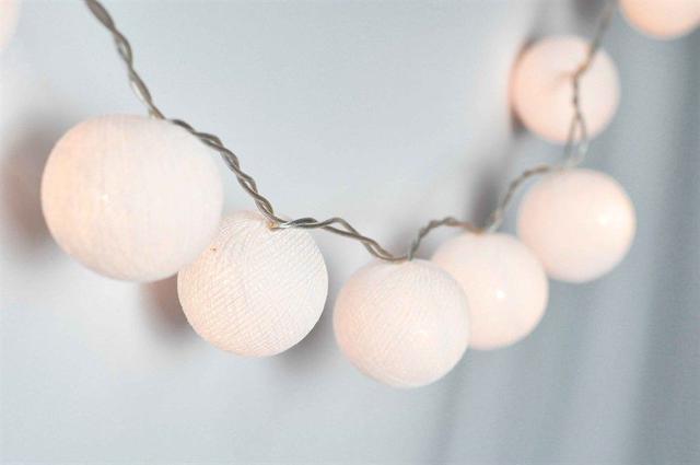 Imagem de Cordão Luminoso Com 12 Bolas Brancas Decorativo Led