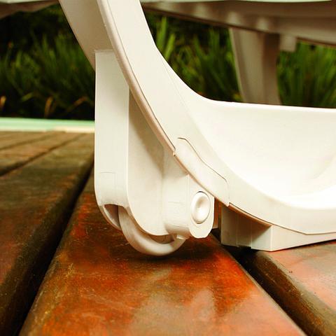 Imagem de Espreguiçadeira com Rodas Antares Branca