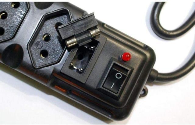 Imagem de Filtro de linha -- 5 tomadas -- Megatron -- Bivolt -- Chave liga/desliga
