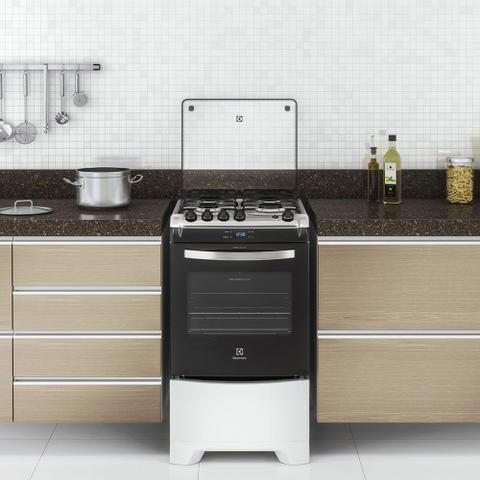 Imagem de Fogão 4 Bocas Electrolux Branco Automático com Timer Digital e Forno de 70L (52LBR)