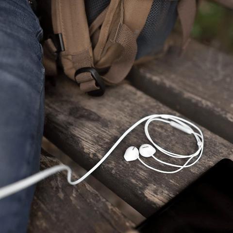 Imagem de Fone de Ouvido Philips SHE2405 Branco Intra Auricular com Microfone Controle Up Beat SHE2405WT/00