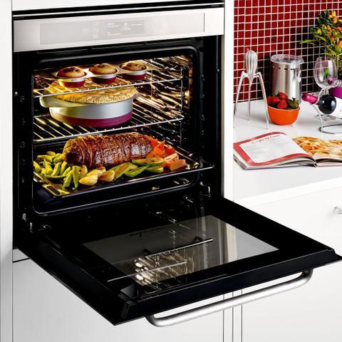 Imagem de Forno de embutir elétrico Brastemp 67 litros cor inox com Função Ar Forçado e Painel Touch - BO260AR