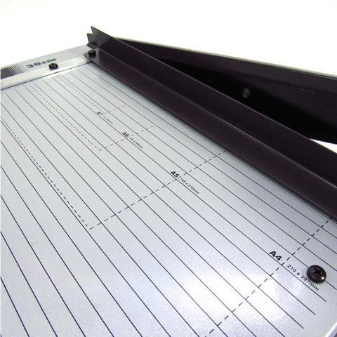 Imagem de Guilhotina A4 para papel manual 30cm em aço Lassane 12 fls