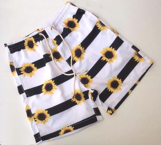 Imagem de kit 2 shorts estampados iguais combinando casal moda praia verão ferias namorados amigos familia carnaval girassol