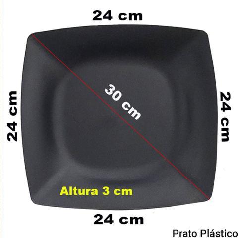 Imagem de Kit 24 Pratos Quadrados em Plástico Rígido para Lanche Festa Buffet 24x24cm Cor Preta