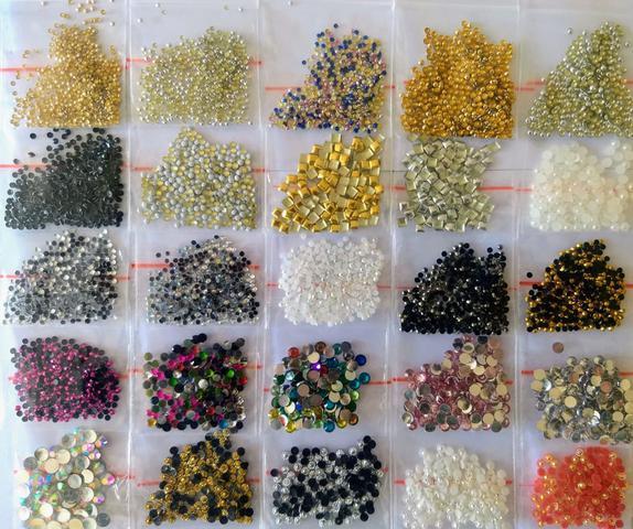 Imagem de Kit 8.000 Pedrarias para Joias de Unhas Luxo 20 Gr. Caviar Estojinho Meia Pérolas Nail Art