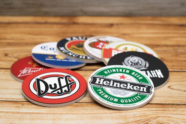 Imagem de Kit 8 Bolachas Porta Copos Cervejas Em Plástico Com Suporte