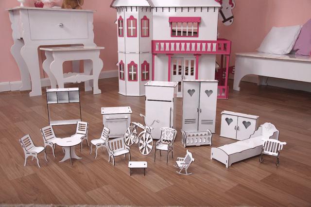 Imagem de Kit Casa Boneca e Móveis Escala Barbie Emily P+B - Darama