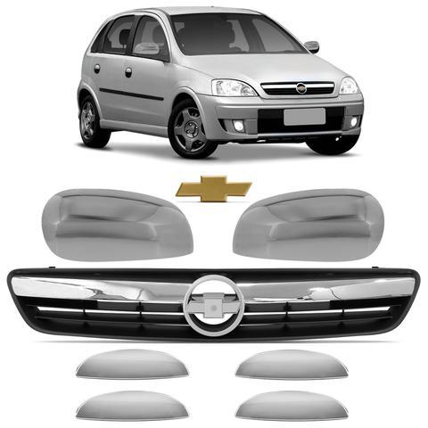 Imagem de Kit Cromo Corsa Hatch Sedan Montana Grade Preta + Aplique Maçaneta e Retrovisor + Emblema