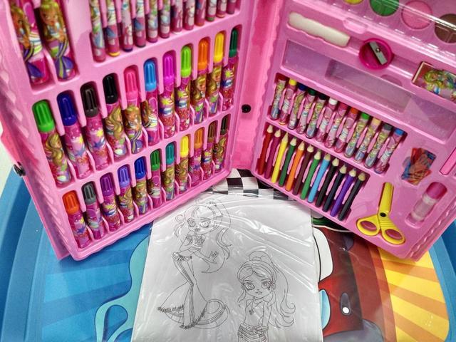 Imagem de Kit Maleta Escolar Cor De Rosa Com Desenhos P/ Colorir 86pçs