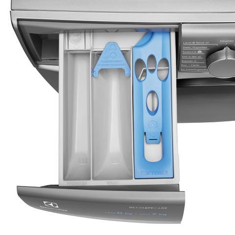 Imagem de Lava e Seca 11Kg/7Kg Electrolux Prata Ultimate Care Inverter com Wi-fi e Água Quente/Vapor (LSW11)