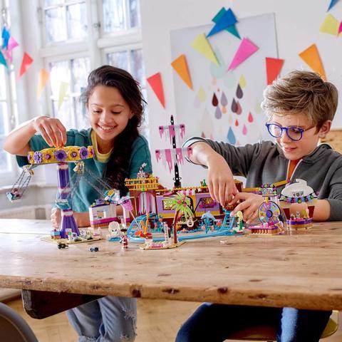 Imagem de Lego Friends - Cais Divertido Da Cidade De Heartlake City 41375 - 1251peças
