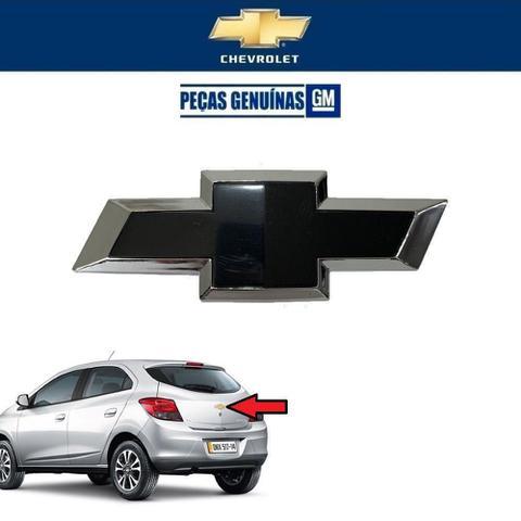Imagem de Logotipo Tampa Traseira Chevrolet Onix 2012 Original Preto