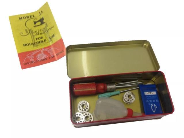 Imagem de Máquina de Costura Doméstica Reta Pretinha c/ Base Simples, Tipo 15C