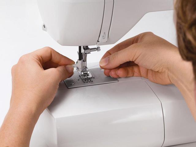 Imagem de Máquina de Costura Singer Starlet 6680 Eletrônica