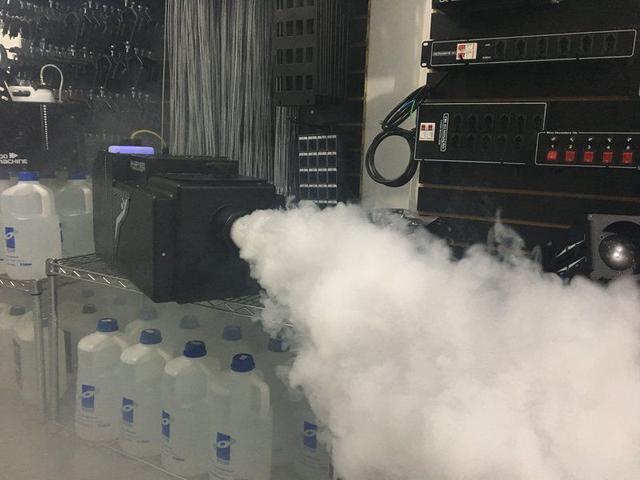 Imagem de Máquina de fumaça (simuladora de efeito nuvem de gelo seco)
