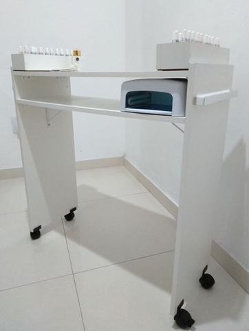 Imagem de Mesa P/manicure C/2 Compartimento P/esmalte C/ Rodinhas 80cm